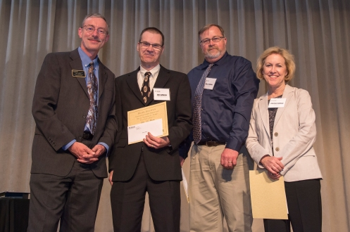 LaMaster (second to left) recieving the 2017 Digital Education Innovative Course Design and Use of Technology Award